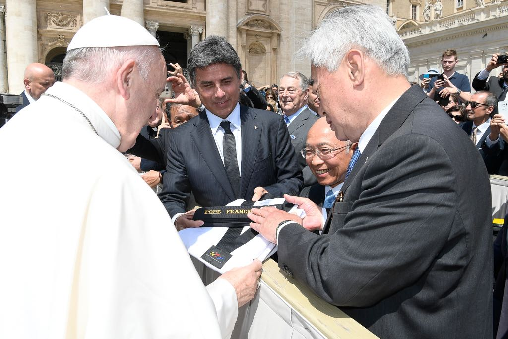 Pope Francis receives the 10th honorary black belt and taekwondo uniform by the WTF President Chungwon Choue at the Saint Peter's Square on May 10 (1)