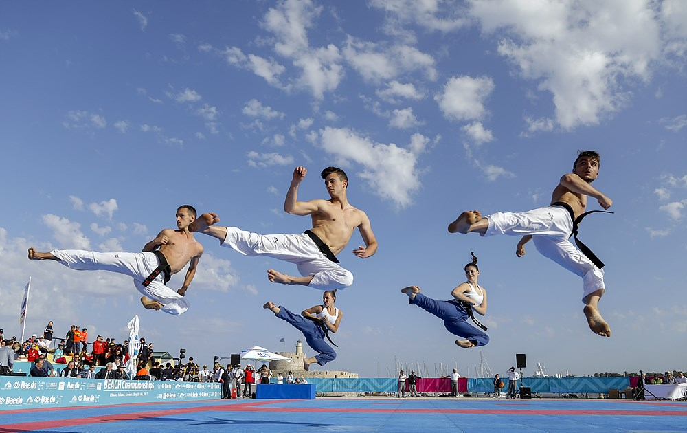 Team Spain performs in Freestyle Mixed Team division
